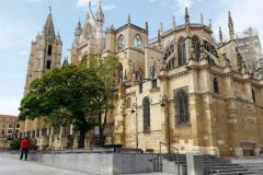 2.-Leon-Cathedral-1