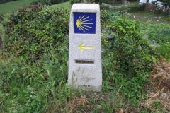 6.-Distance-marker-before-Lastres