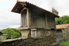 10.-Horreos-near-San-Xullian-2